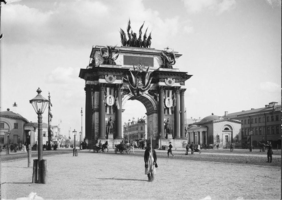 Триумфальные ворота на площади Тверская застава