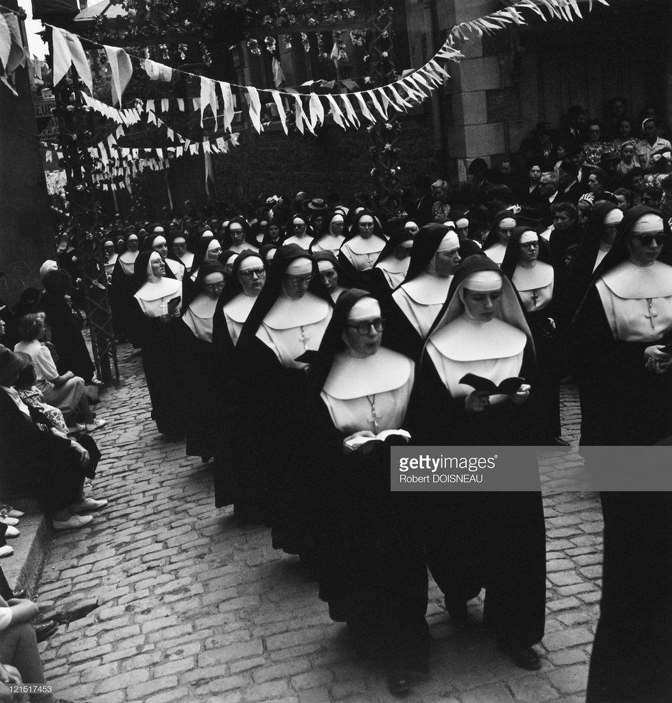 1950. Пьюи. Группа монашек