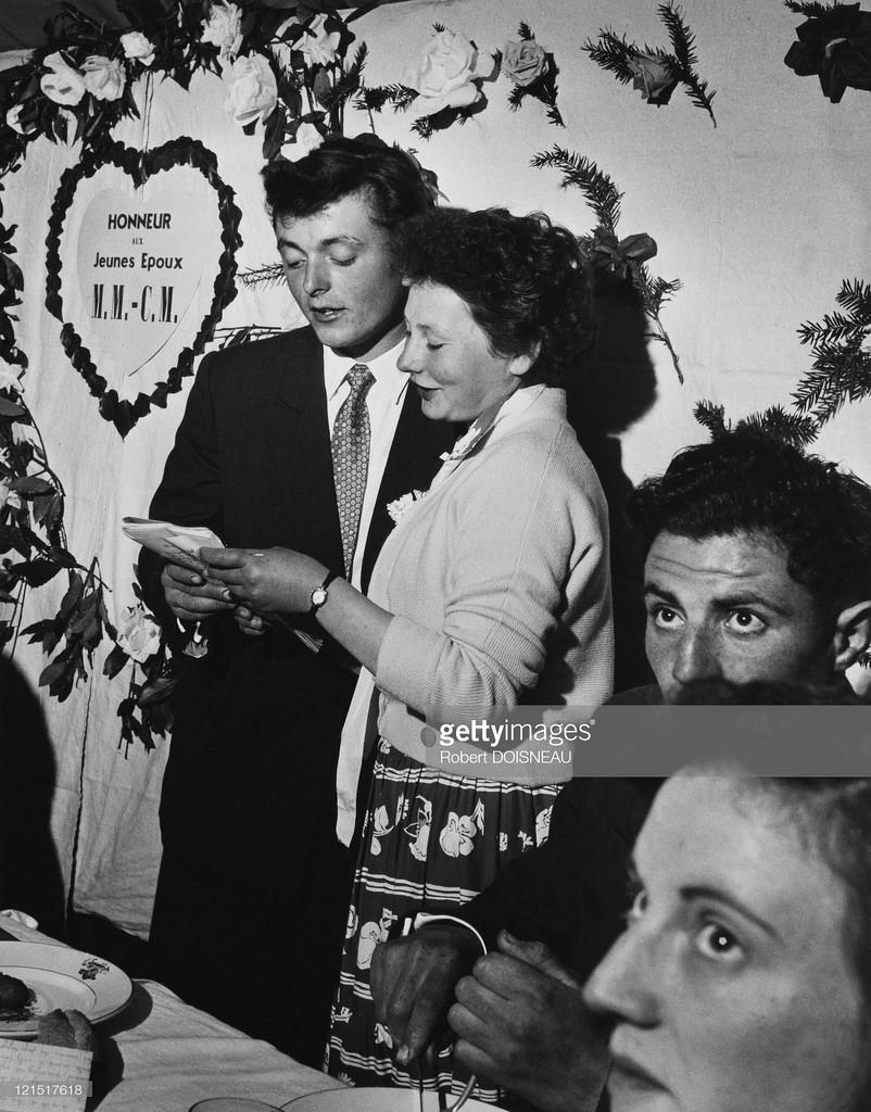 1980. Свадьба в провинции, свидетели выступают с речью на банкете