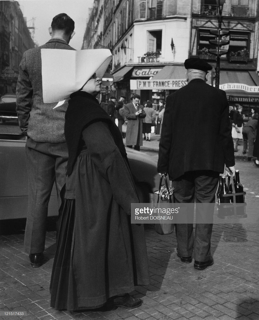 Монашка в апостольнике. Париж