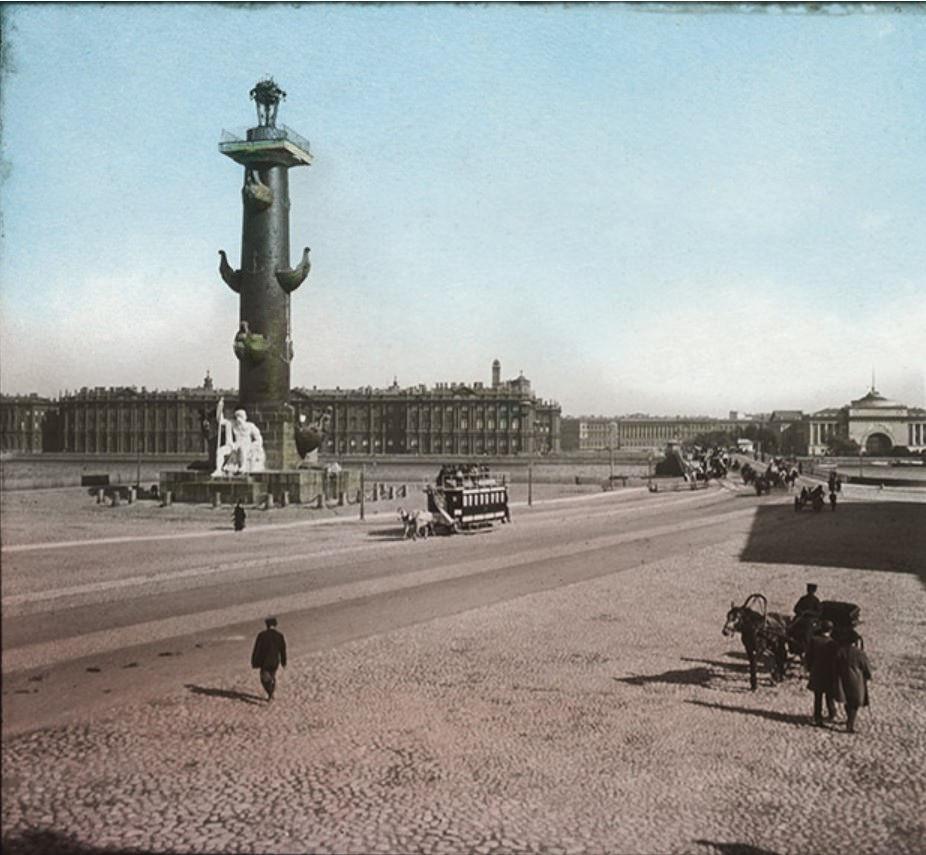 Ростральная колонна и Зимний дворец