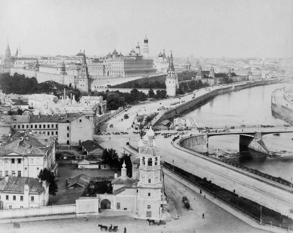 Вид на Кремль. 1895—1897