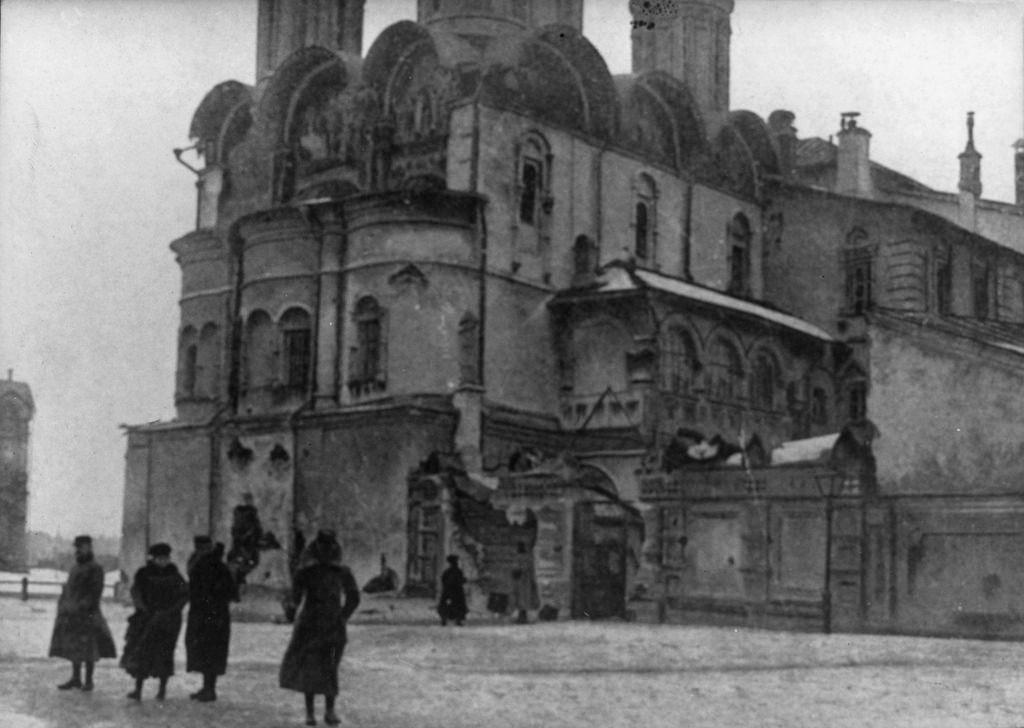 Архангельский собор после обстрела