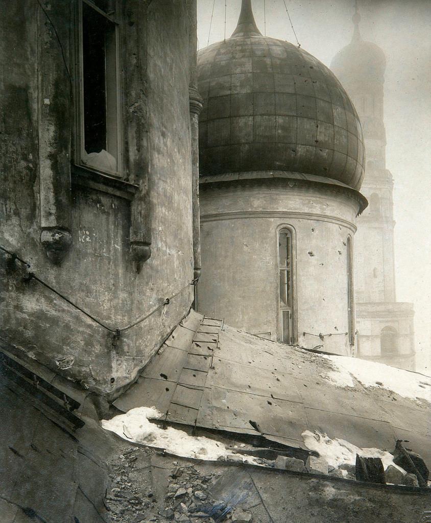 Успенский собор после обстрела Московского Кремля.