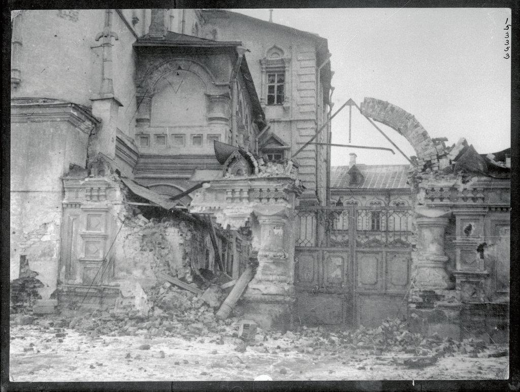 Церковь 12 апостолов после обстрела