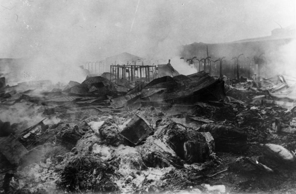 Сожженные дотла продовольственные магазины