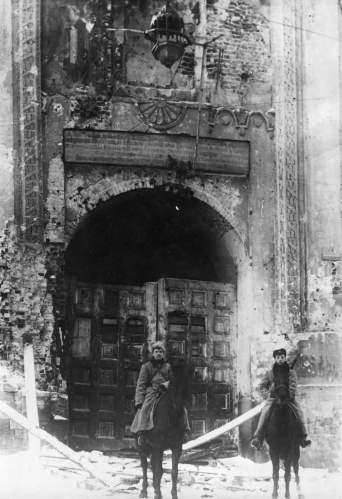 Охрана поврежденных Никольских ворот Кремля