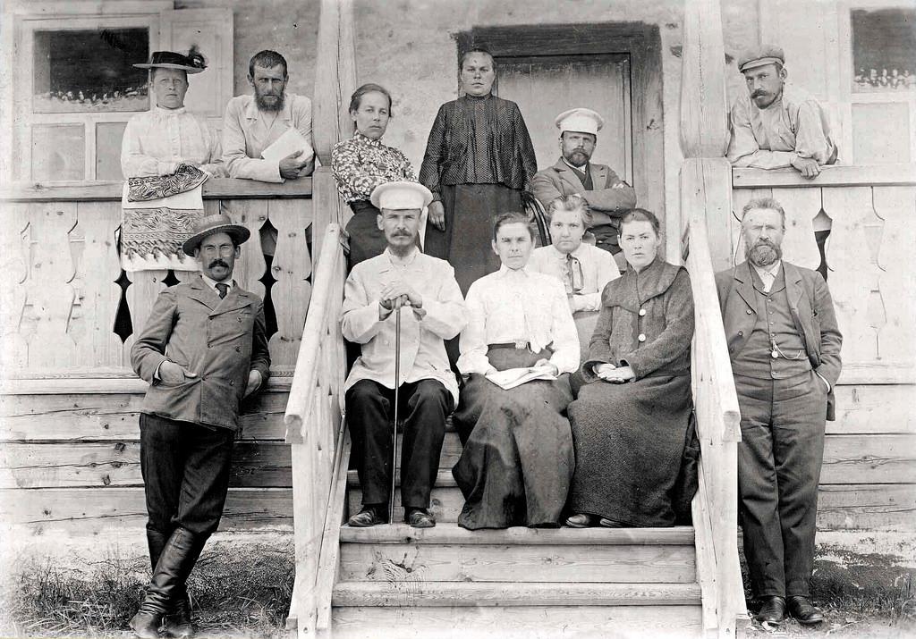 Группа учителей (Енисейского общества) в санатории на озере Шира.
