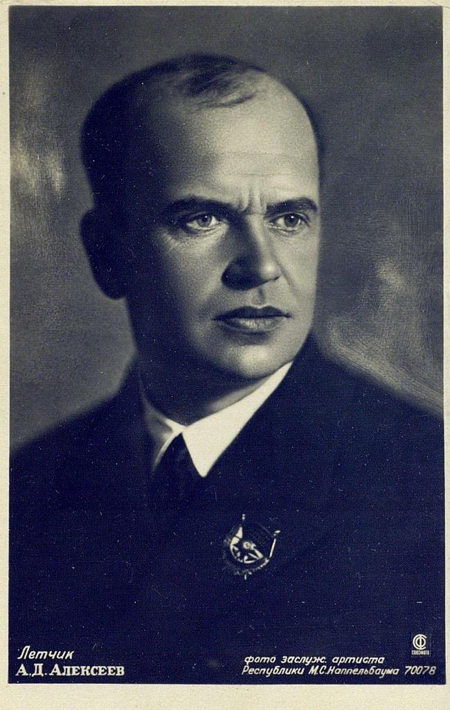 Летчик Анатолий Дмитриевич Алексеев - участник спасения экспедиции Умберто Нобиле и воздушной экспедиции на Северный полюс