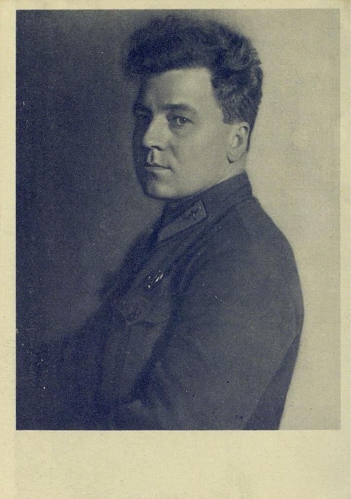 Анатолий Васильевич Ляпидевский - первый Герой Советского Союза, принимал участие в спасении челюскинцев