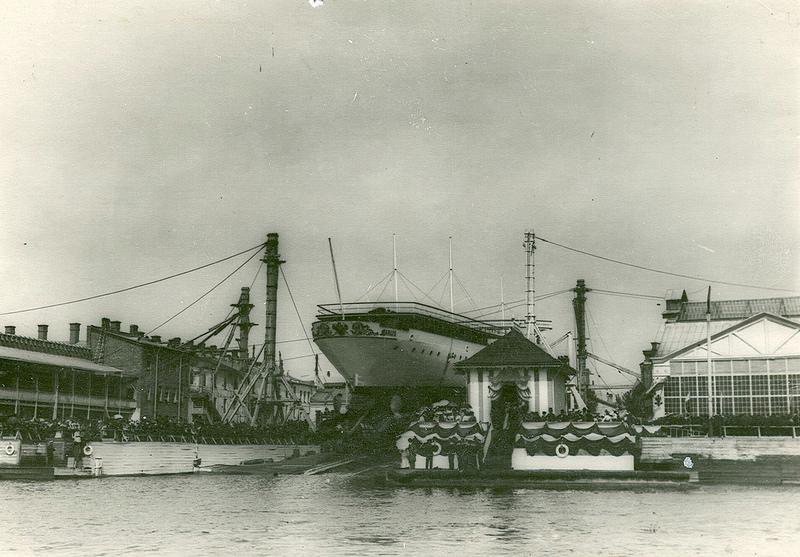 0491Крейсер второго ранга Алмаз перед спуском на воду.