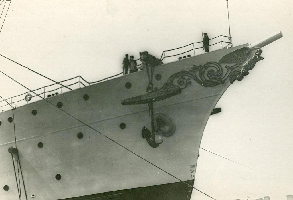 0494Спуск крейсера второго ранга Алмаз на воду.