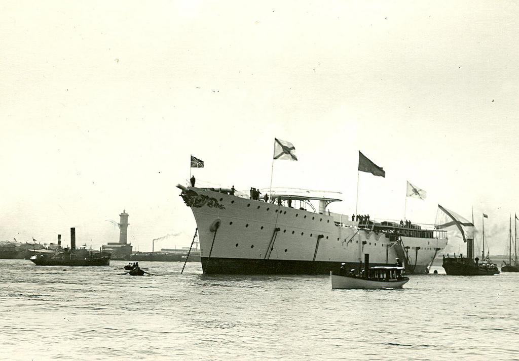 0498Крейсер второго ранга Алмаз, спущенный на воду.