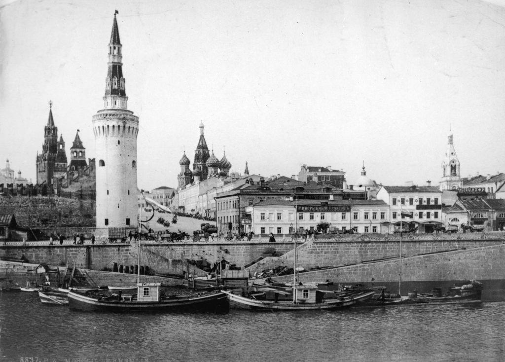 Вид Кремля с Москвы-реки