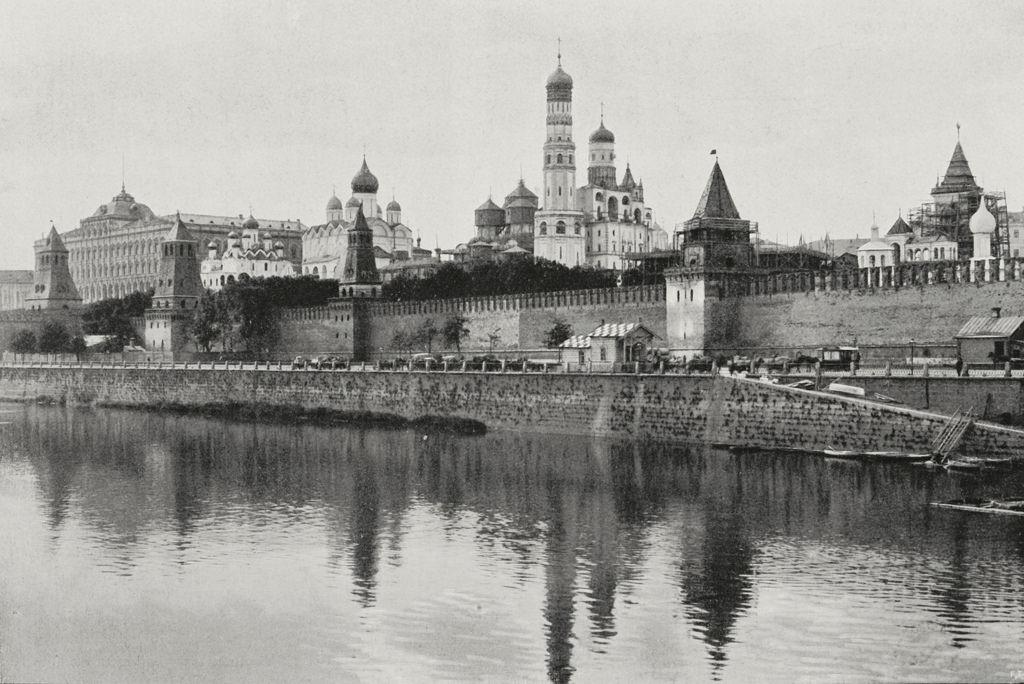 Вид на Кремль через Москву-реку