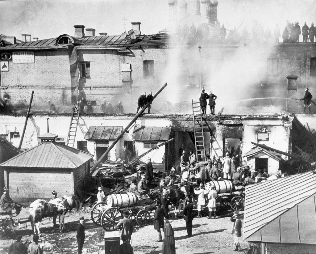 Пожарная бригада во время работы, 1900