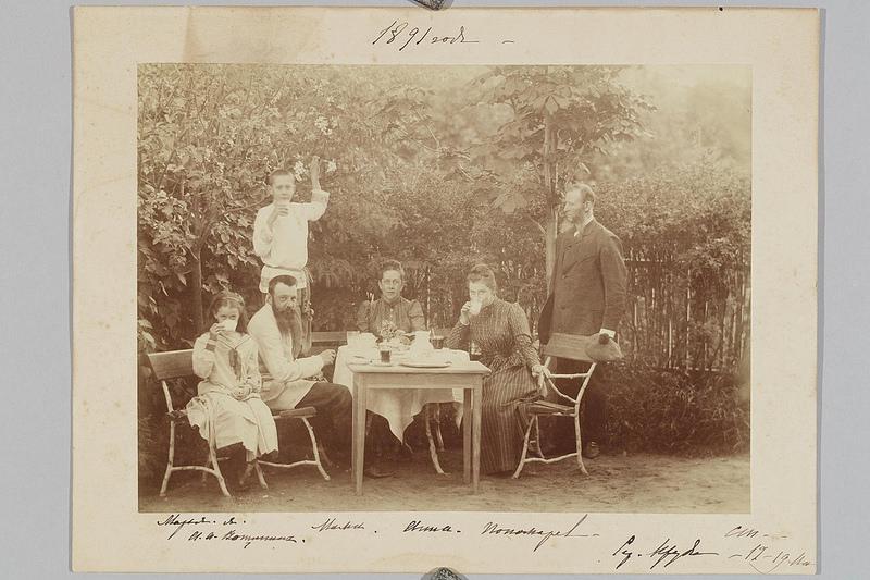 1891. Серебряные пруды. Групповой портрет членов семьи графа С.Д. Шереметева