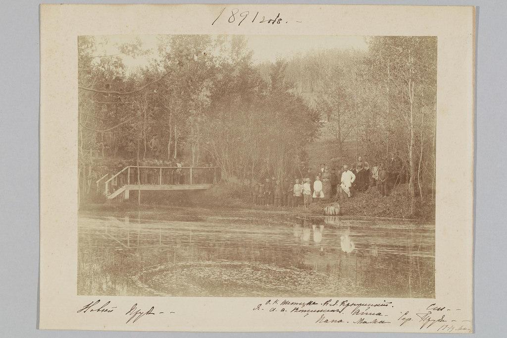 1891. Серебряные пруды. Групповой портрет семьи графа С.Д. Шереметева с местными жителями