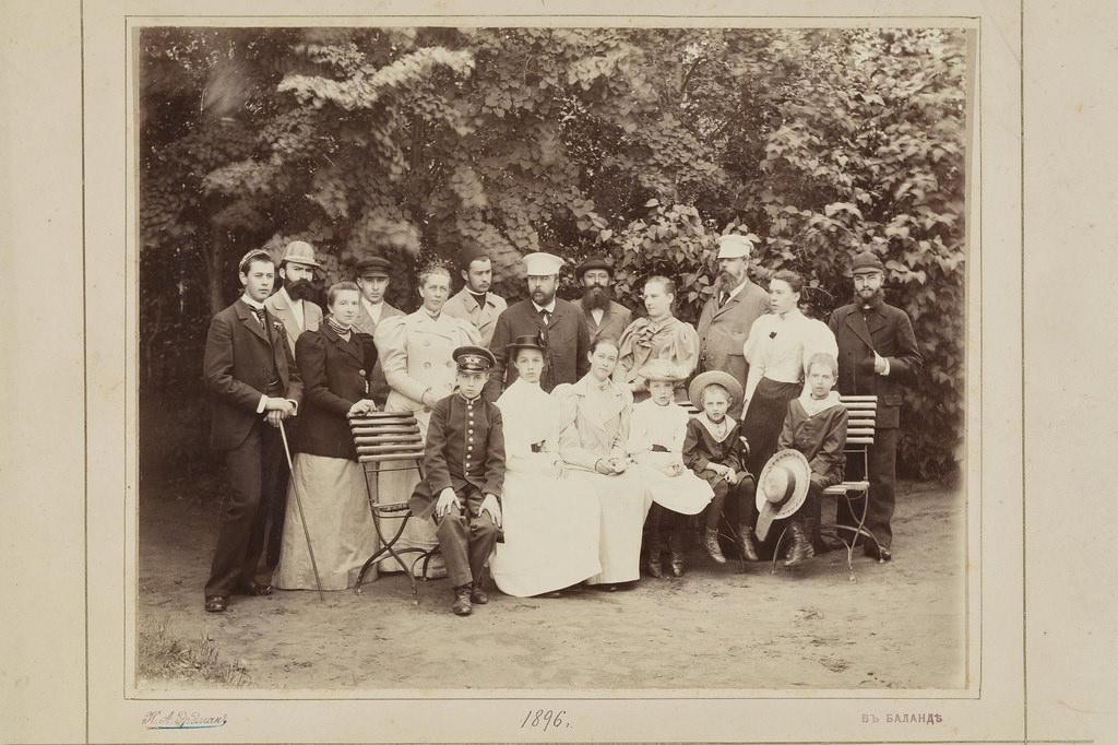 1896. Баланда. Групповой портрет семьи графа С.Д. Шереметева