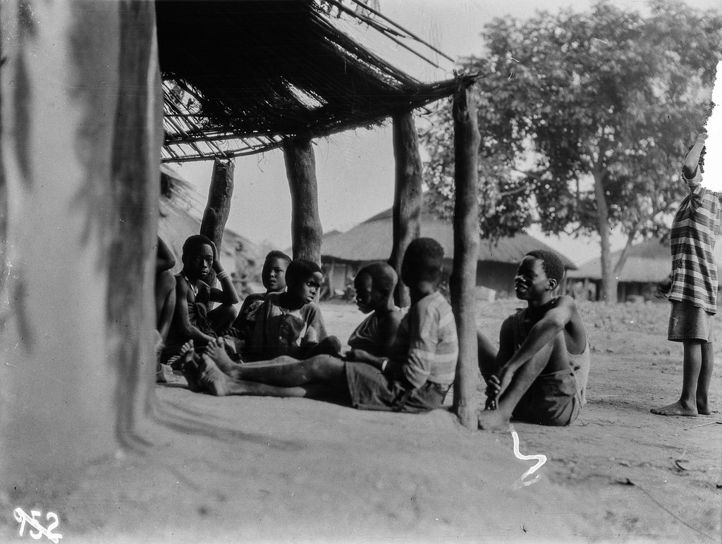 Катаба. Группа людей перед хижиной