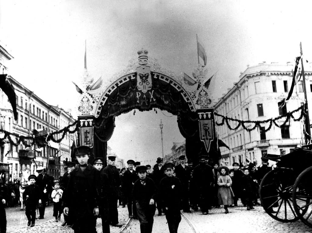 Улица в Москве во время визита Э.Лубэ. 1902