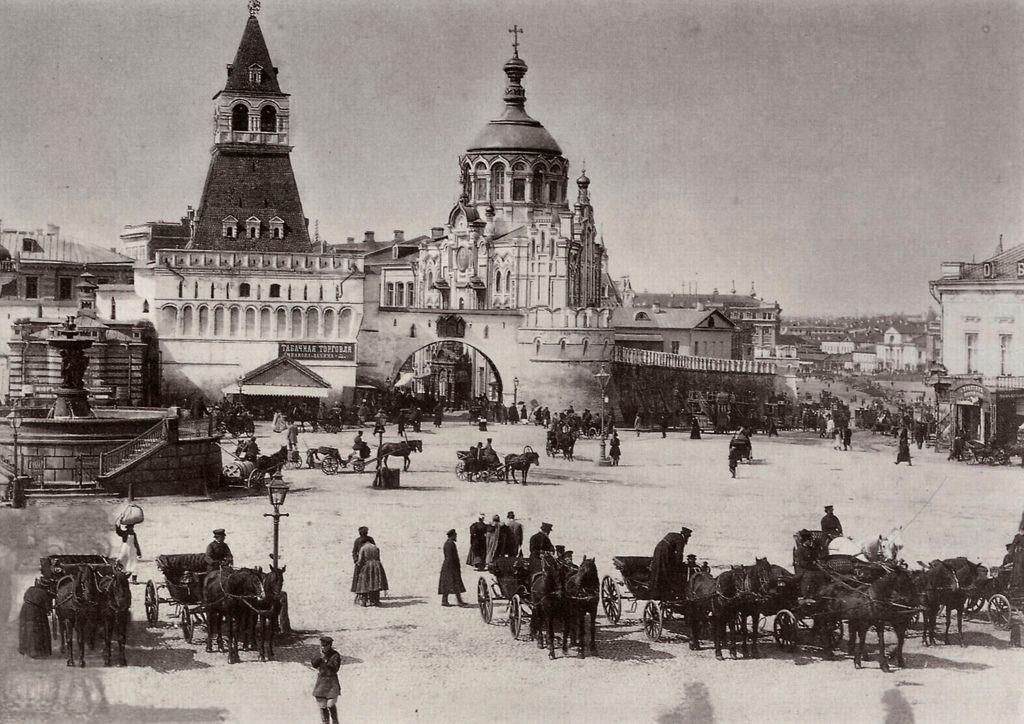 На Лубянской площади, 1898