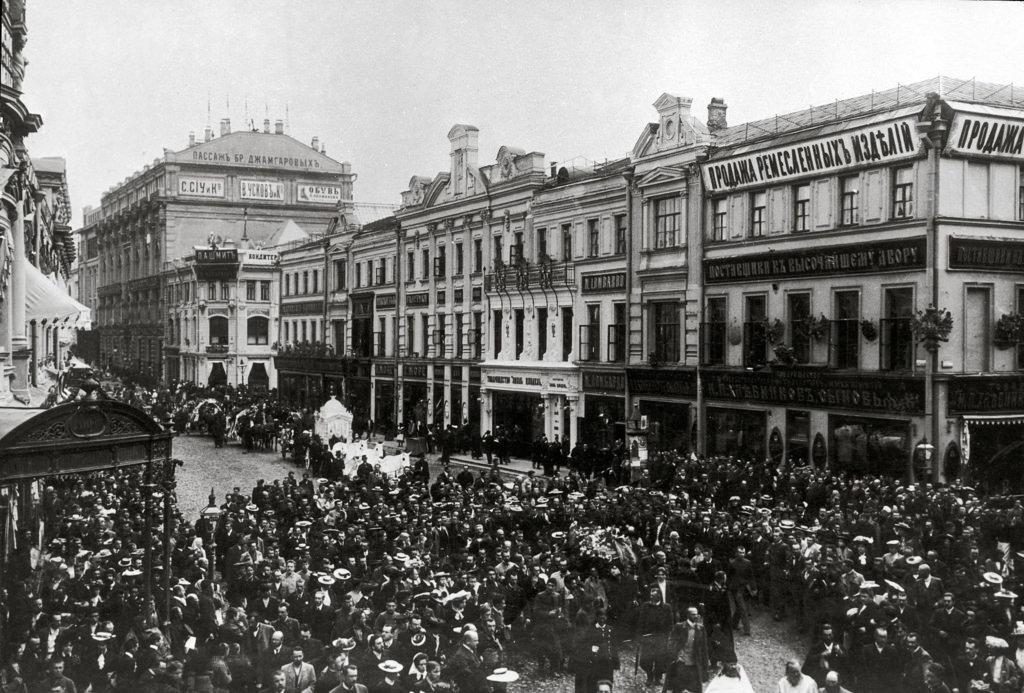 Похороны Антона Павловича Чехова. Похоронная процессия на Кузнецком мосту, июль 1904
