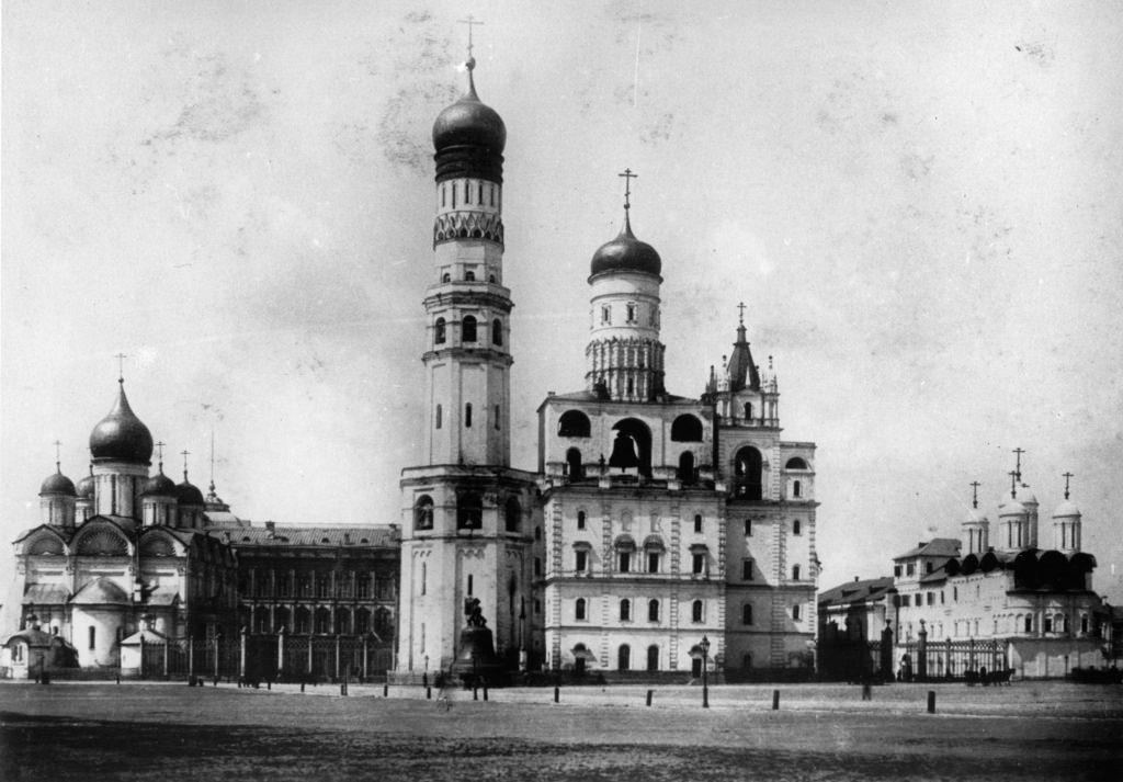 Архангельский собор, колокольни башни Ивана Великого, церковь Двенадцати апостолов в Кремле