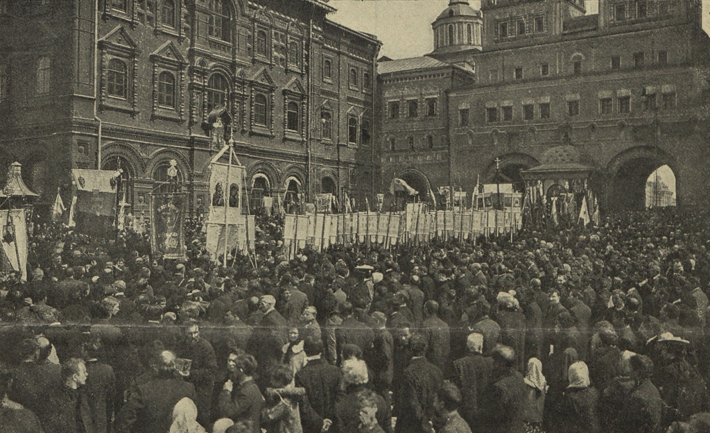 Монархисты у Иверской часовни. 1907