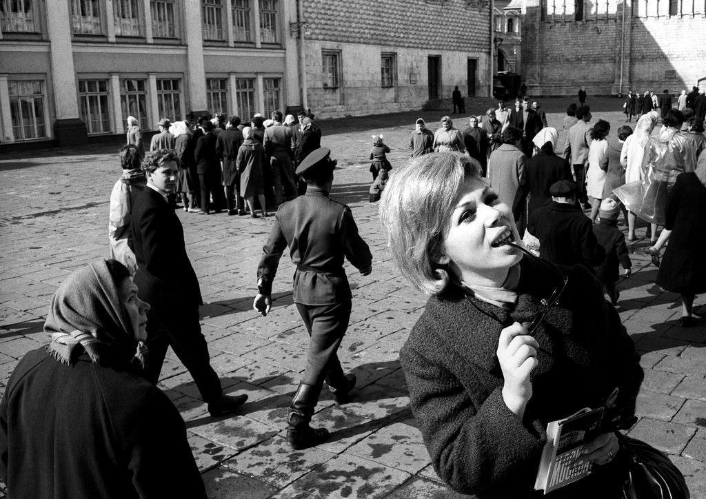 Мирелла Френи на Соборной площади.