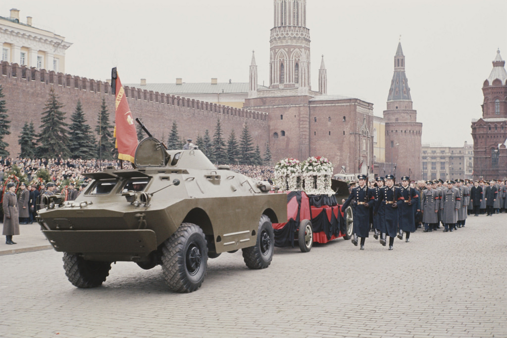 1968. Похороны Гагарина. Траурная процессия.  28 марта