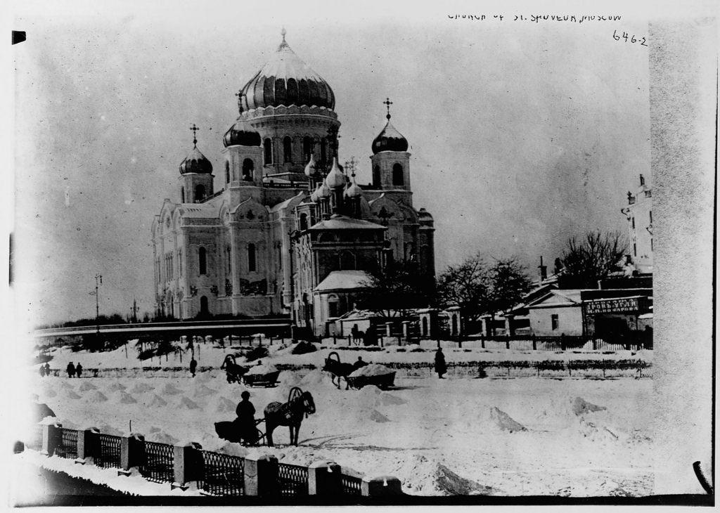 Храм Христа Спасителя зимой