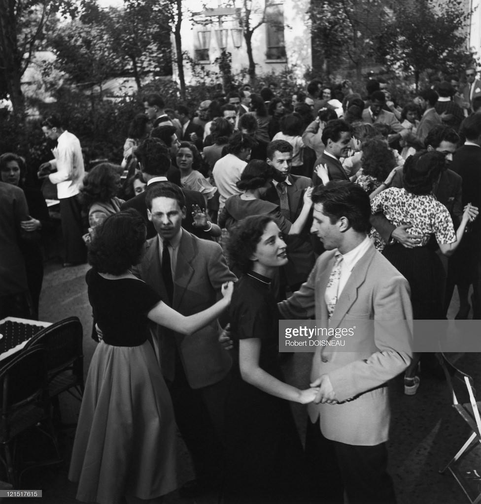 1947. Народные танцы 14 июля. Париж