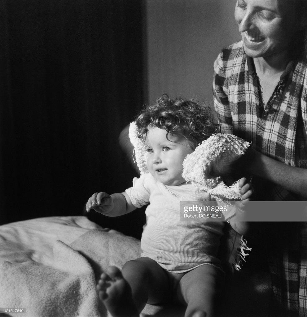 1948. Семейная жизнь. Мать и дочь