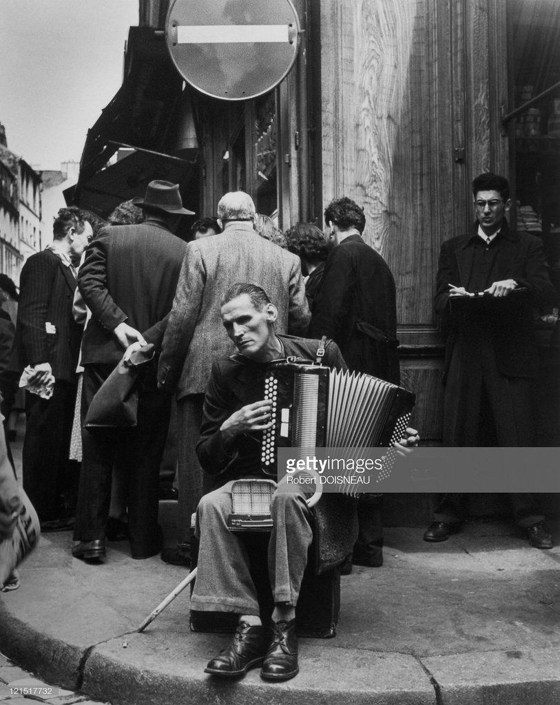 1951. Аккордионист с улицы Муфтар
