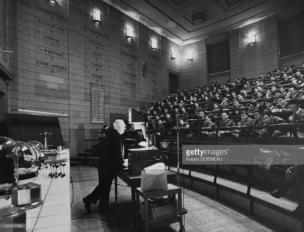 1961. Занятия в лекционном зале. Париж