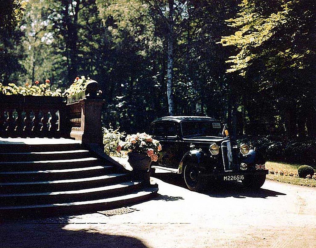 16 июля. Машина У. Черчилля в резиденции Трумэна на Кайзерштрассе, Бабельсберг