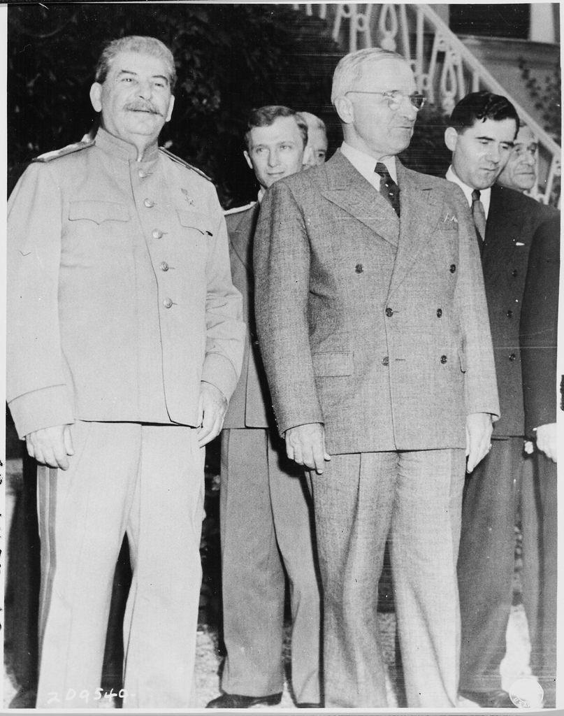 20 июля. Иосиф Сталин и Гарри Трумэн во время Потсдамской конференции