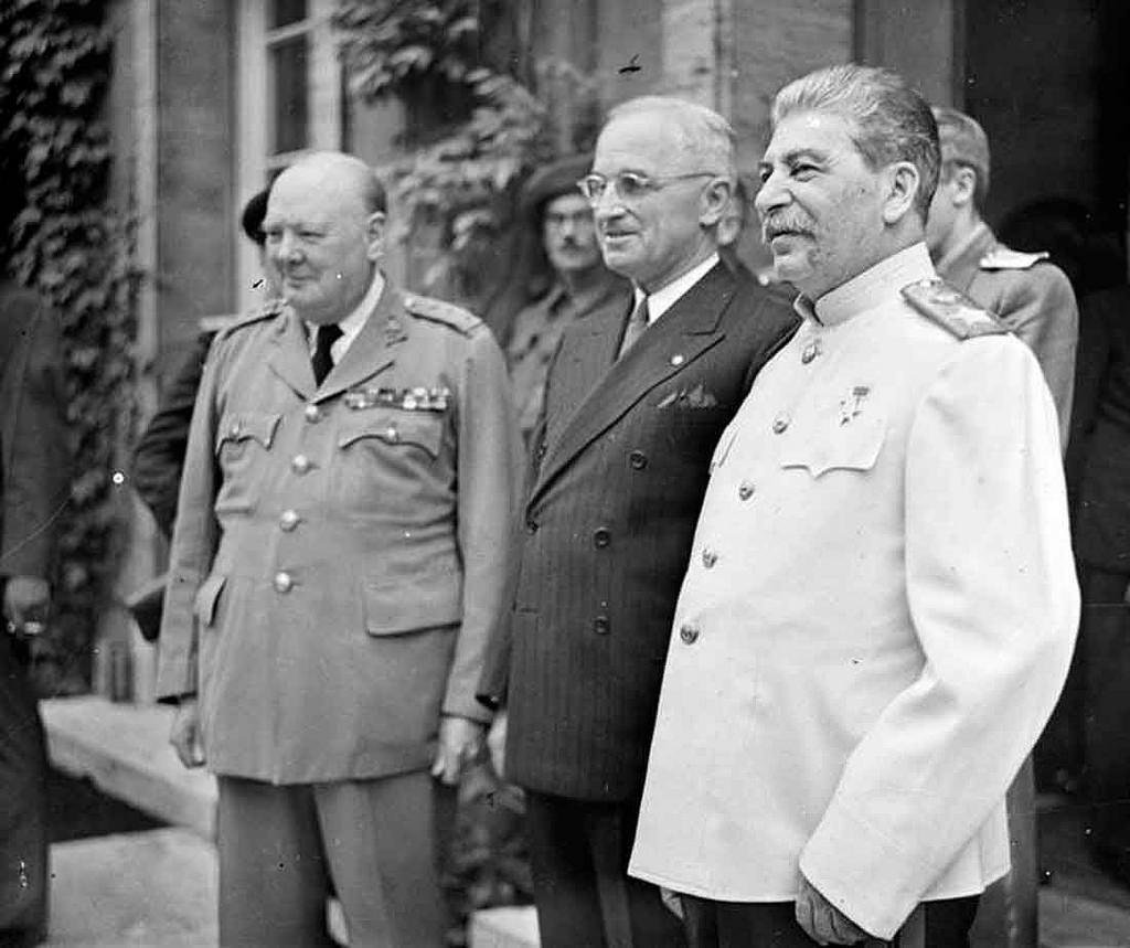 23 июля. Уинстон Черчилль, Гарри Трумэн и Иосиф Сталин