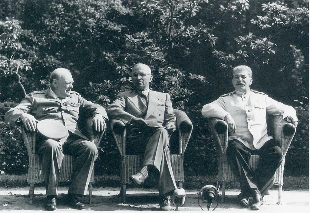 28 июля. Уинстон Черчилль, Гарри Трумэн и Иосиф Сталин