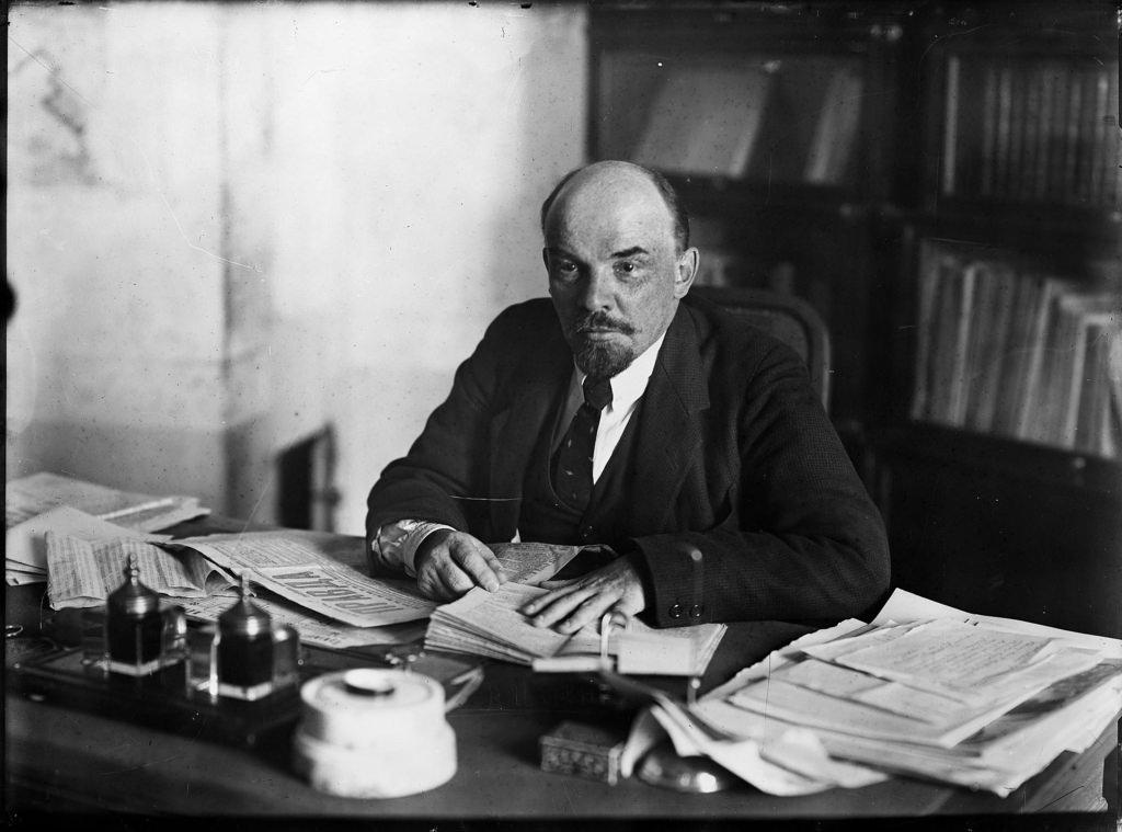 1918. 16 октября. Ленин в своем кабинете в Кремле