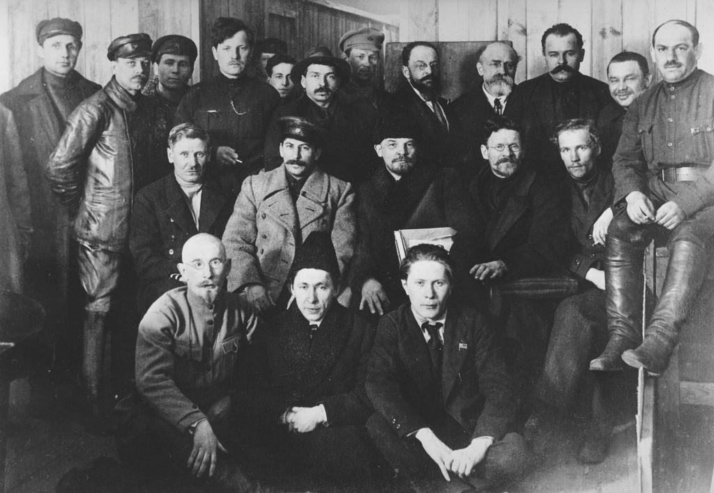 1919. 23 марта. Сталин, Ленин  и  Калинин на VIII съезде Коммунистической партии России в Москве