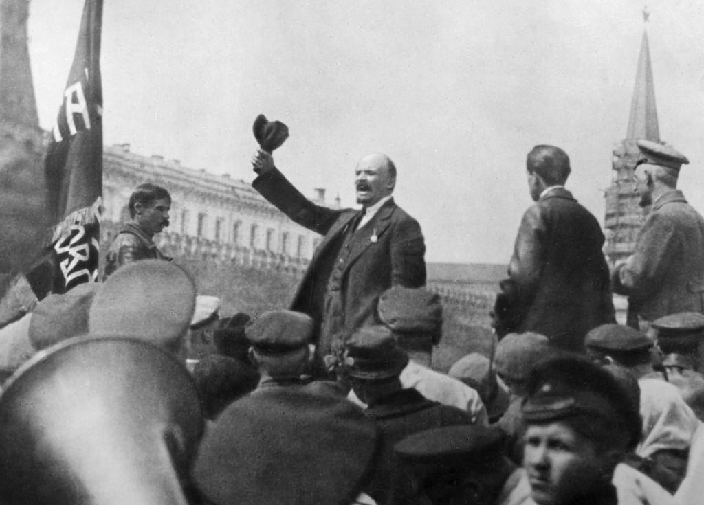 1919. 25 мая. Ленин выступает на Красной площади во время смотра частей Всевобуча (2)