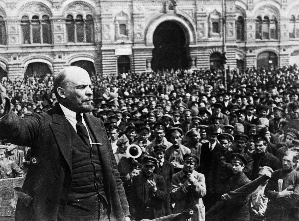 1919. 25 мая. Ленин выступает на Красной площади во время смотра частей Всевобуча