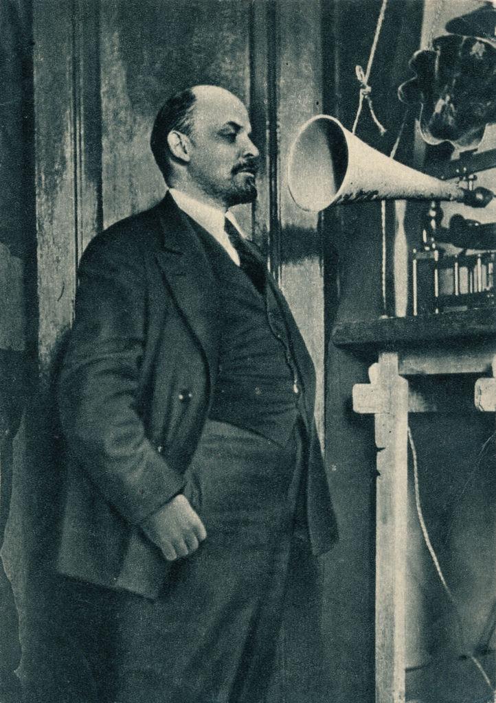 1919. Владимир Ленин на радиозаписи в Кремле