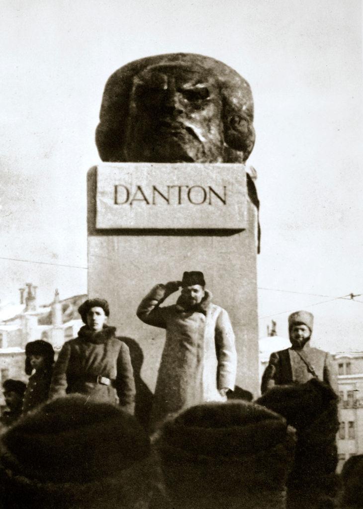 1919. Ленин открывает памятник Дантону