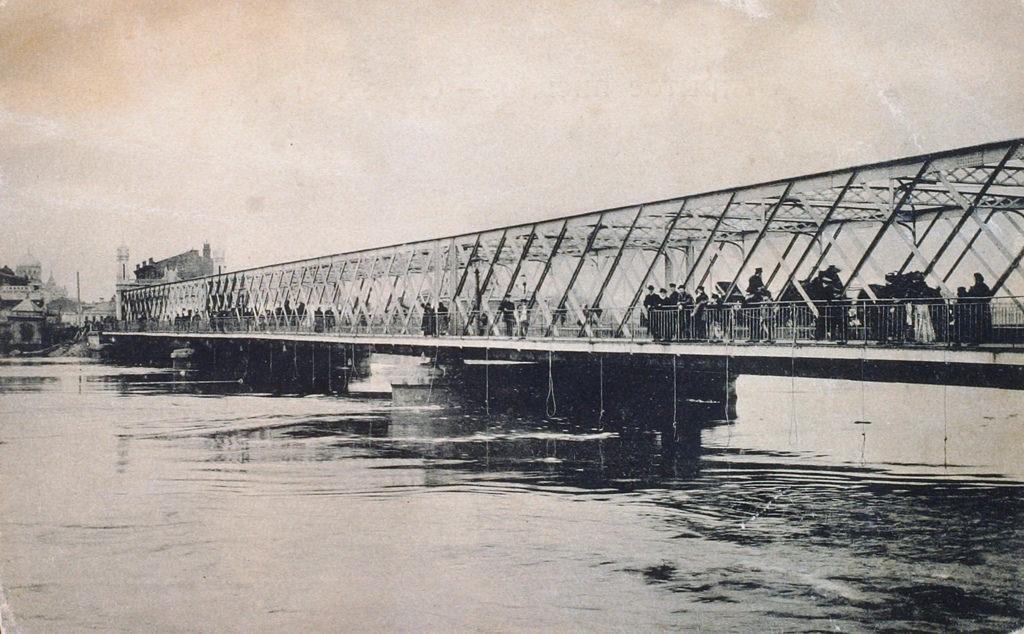 Бородинский мост во время наводнения в апреле 1908 года