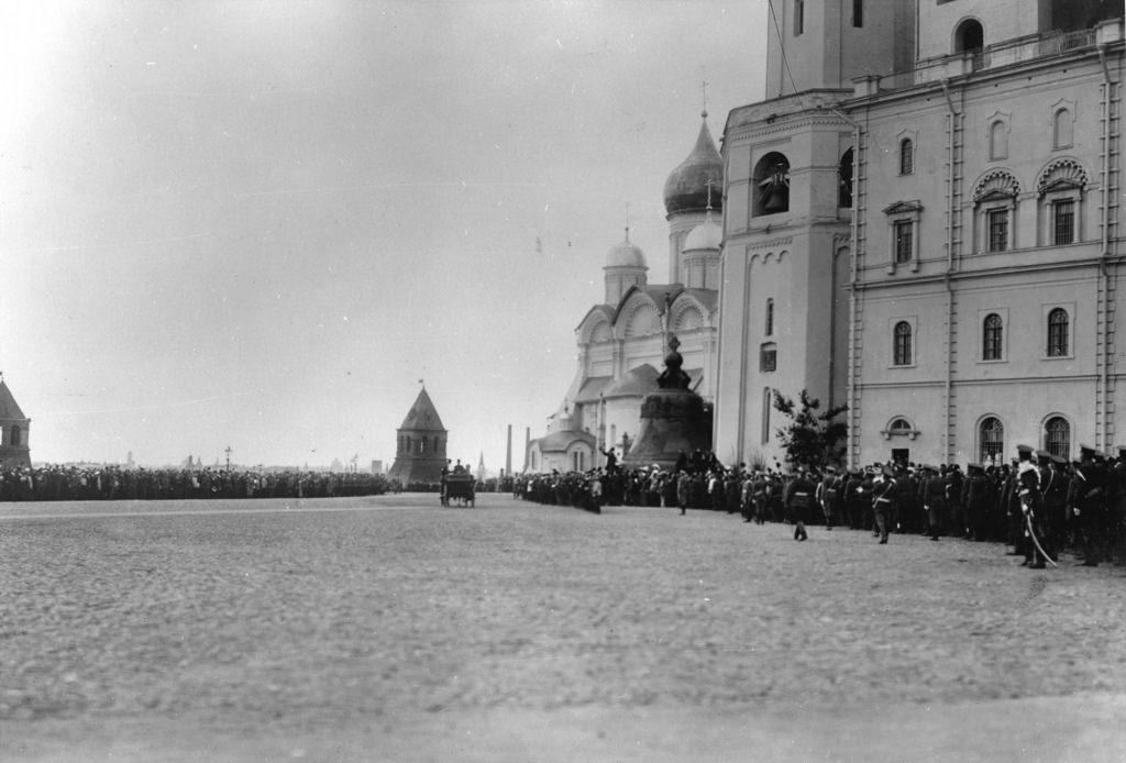 Шествие царской семьи в Кремле в день церемонии открытия памятника Александру III (2)