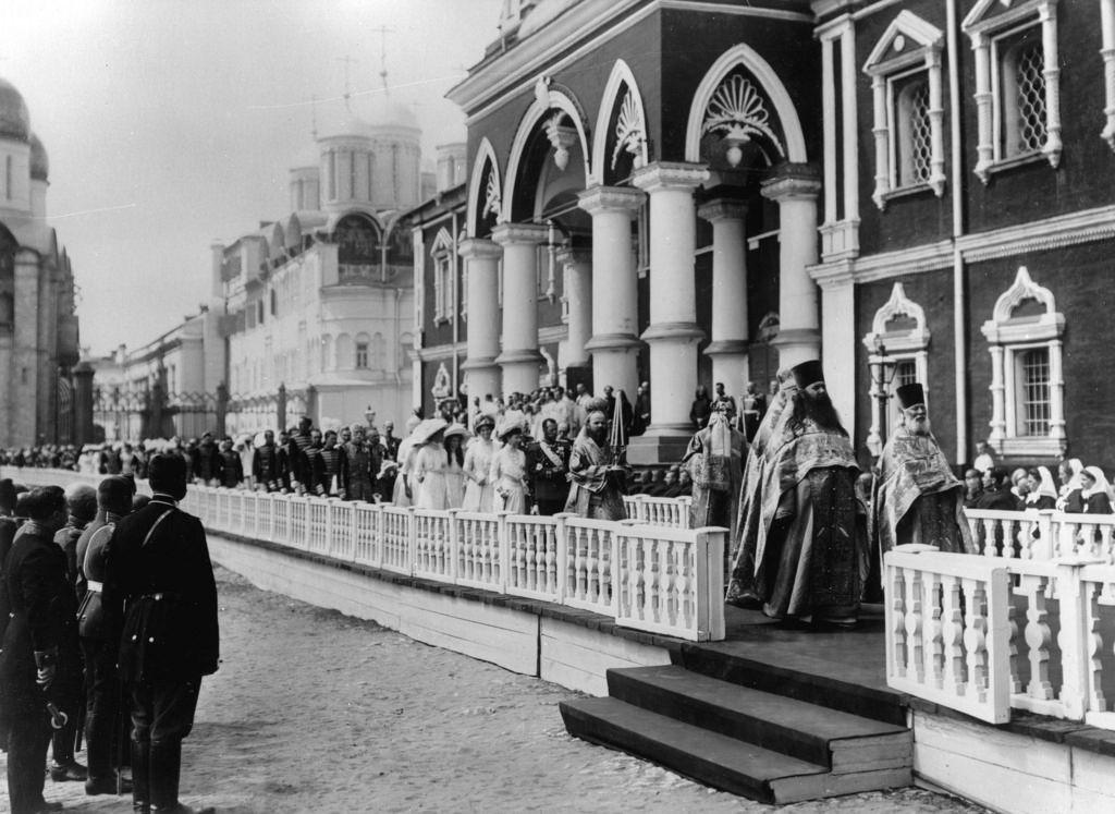 Шествие царской семьи в Кремле в день церемонии открытия памятника Александру III