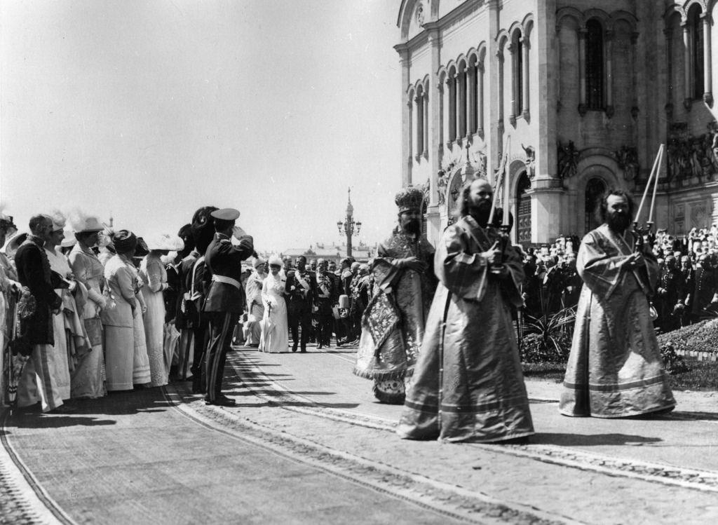 Шествие царской семьи за пределами Храма Христа Спасителя, Москва, Россия, 1912